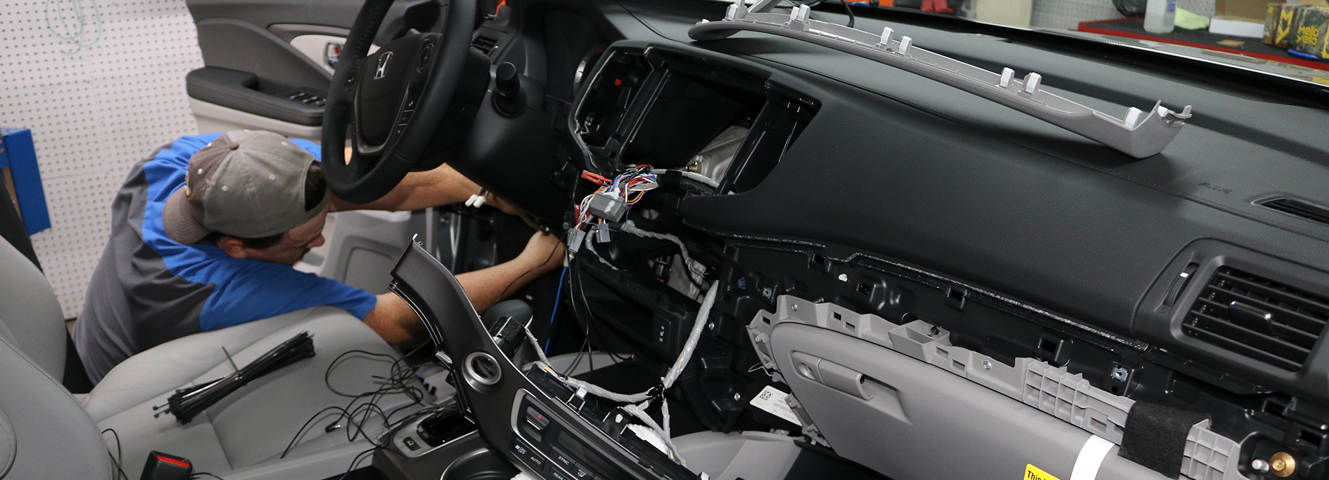 Car stereo installation, we do car audio in Nashville, car amplifier installation in Nashville, TN, call Cartronics today!
